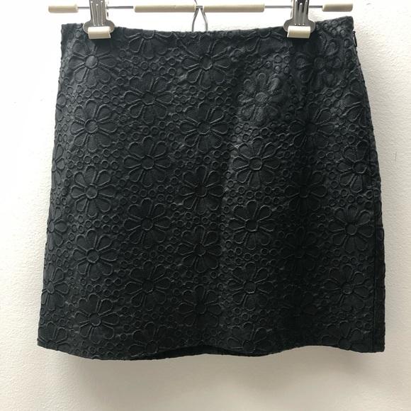 Club Monaco Dresses & Skirts - Club Monaco size 0 black mini skirt